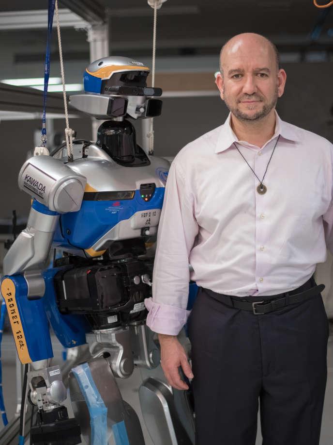 Abderrahmane Kheddar dans son laboratoire au Japon, le 18 octobre.
