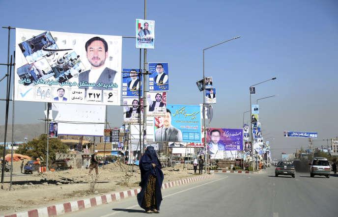 Affiches des candidats à l'élection parlementaire afghane, dans les rues de Kaboul, le 9 octobre.