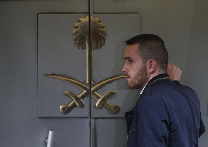 Devant le consulat d'Arabie saoudite à Istanbul.