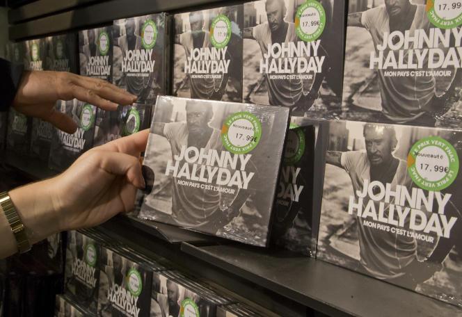 L'album posthume de Johnny Hallyday, « Mon pays c'est l'amour » est dans les bacs des disquaires depuis le 18 octobre.