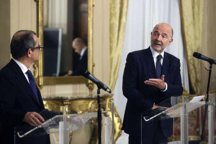 Giovanni Tria, le ministre de l'économie et des finances italien, etPierre Moscovici, le commissaire européen à l'économie, à Rome le 18 octobre.