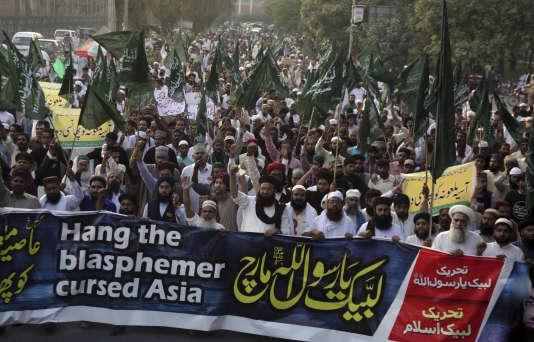 Des partisans du parti Tehreek-e-Labbaik manifestent pour demander l'exécution d'Asia Bibi, à Lahore, au Pakistan, le 19 octobre.