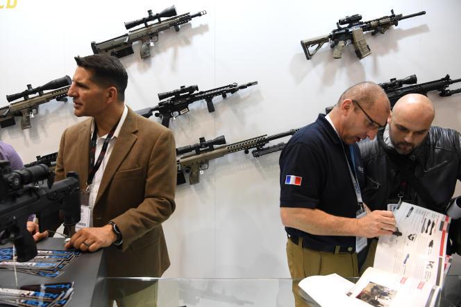 Des armes exposées au salon professionnel Milipol à Villepinte, près de Paris, en novembre 2017.