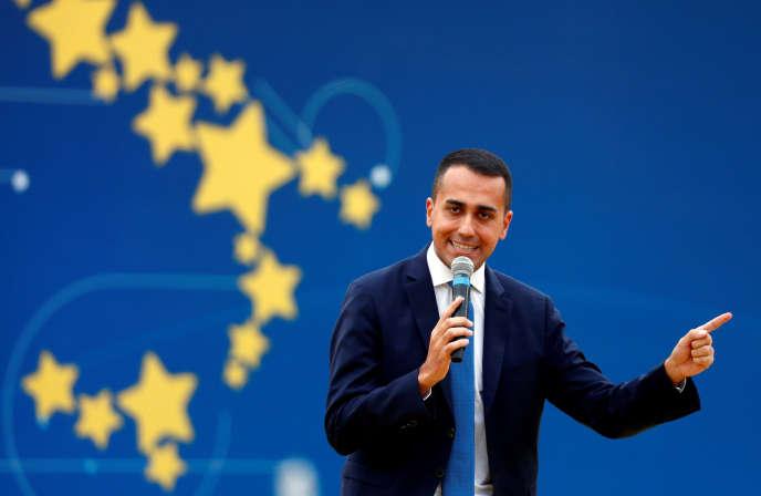 « Macron porte bien le déficit de la France à 2,8 %. Nous en ferons autant. Nous sommes un pays souverain », a assuré Luigi Di Maio, du Mouvement 5 étoiles, après les critiques de Bruxelles.