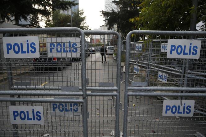 Les barrières bloquant à l'accès au consulat saoudien à Istanbul, le 21 octobre.