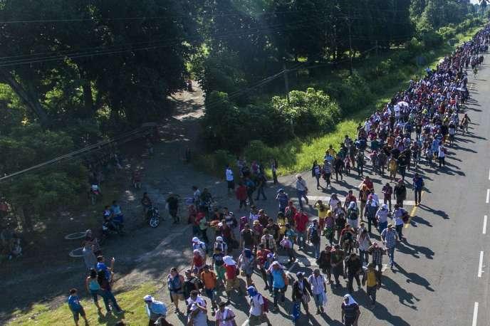 Une cohorte de migrants est partie le 13 octobre du Honduras, pays en proie à la violence, et se dirige vers le nord, traversant le Guatemala et le Mexique jusqu'à la frontière des Etats-Unis.