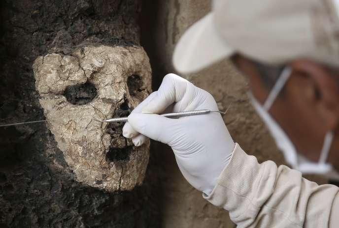 Vingt statues en bois vieilles de 800 ans ont été découvertes dans la cité antique de Chan Chan, le plus grand site précolombien d'Amérique près de Trujillo (Pérou).