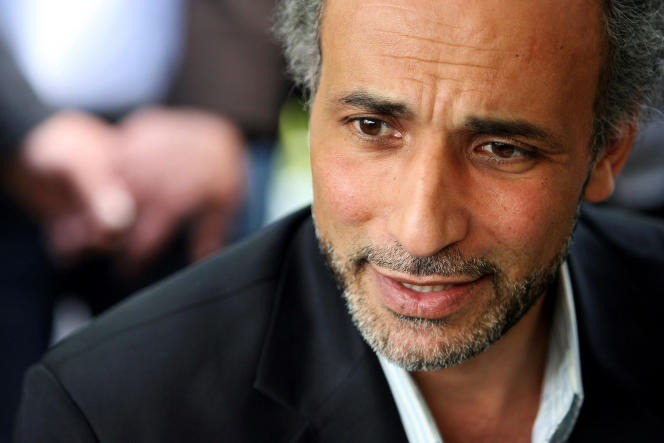 L'islamologue Tariq Ramadan, lors d'une conférence à la mosquée Er-Rahmade Nantes, en avril 2010.