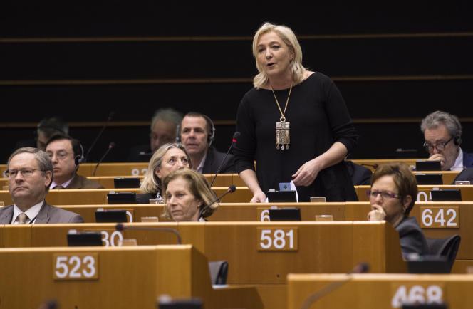 La présidente de l'ex-Front national, Marine Le Pen, le 25 février 2015 à Bruxelles.