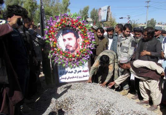 Lors de l'enterrement d'Abdul Raziq, le chef de la police de Kandahar, le 19 octobre àKandahar.