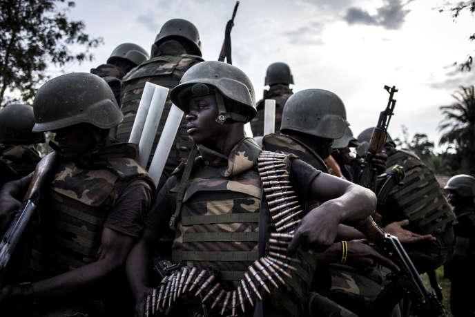 Des membres des forces armées de République démocratique du Congo (FARDC) le 7octobre2018 près d'Oicha, dans le Nord-Kivu.