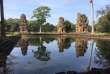 Dissumulé dans la forêt, un des bassins sacrés à gradins de grès d'Angkor Thom, « la grande cité», face au palais royal, au Cambodge.