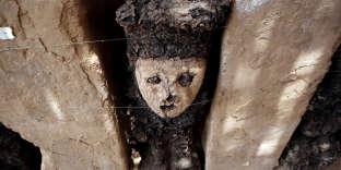 Vingt statues en bois vieilles de 800 ans ont été découvertes dans la cité antique de Chan Chan, le plus grand site pré-colombien d'Amérique près de Trujillo (Pérou).