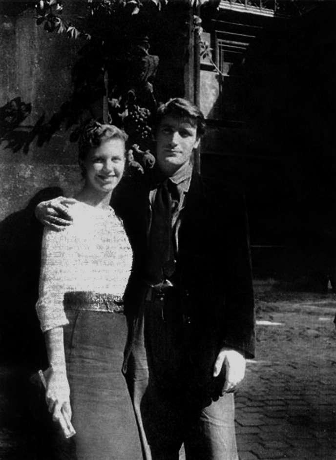 Sylvia Plath et Ted Hughes à Paris, en 1956, pour leur lune de miel.