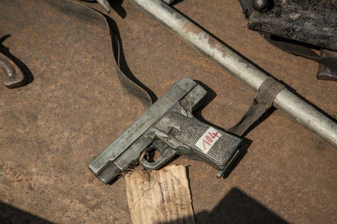 Dépôt d'armes à feu en vue de leur desctruction par les autorités malgaches, à Antananarivo, le 16octobre 2018.