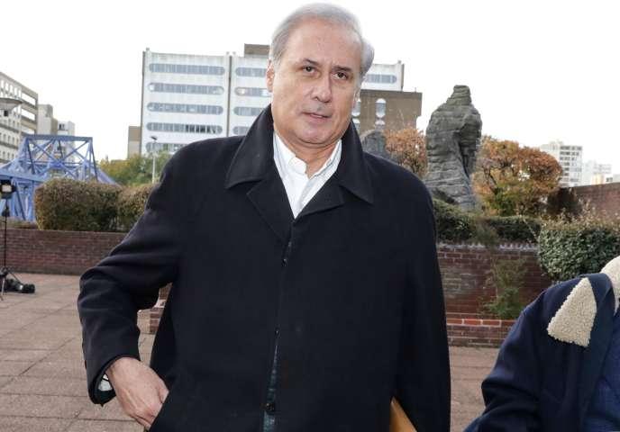 Le maire LR de Draveil (Essonne), Georges Tron, lors de son arrivée à la cour d'assises de Seine-Saint-Denis, le 23 octobre 2018.
