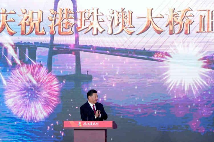 Il a été inauguré mardi 23 octobre par le président chinois Xi Jinping à Zuhai, ville voisine de Macao.