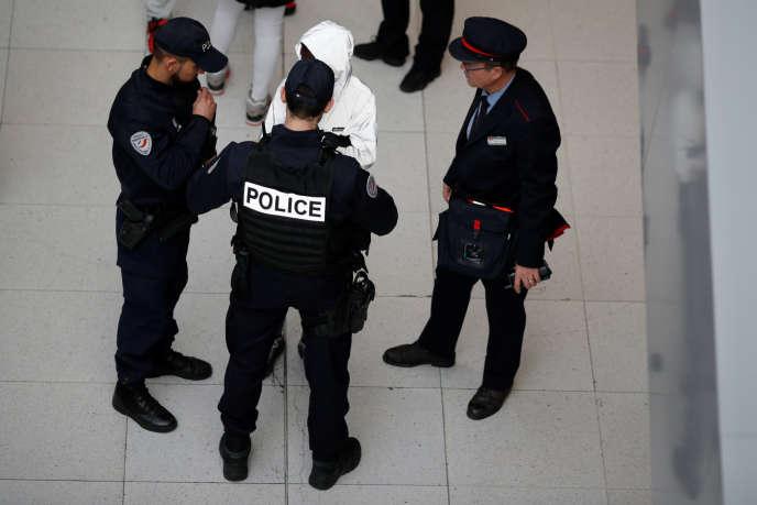 L'association Mobilisation des policiers en colère avait été créée après l'agression aux cocktails Molotov de deux policiers à Viry-Châtillon (Essonne), le 8octobre 2016.