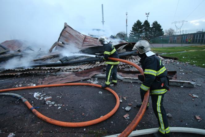 Lors de l'incendie de la salle de sport de Faches-Thumesnil, dans l'agglomération lilloise, le 6 janvier 2016.