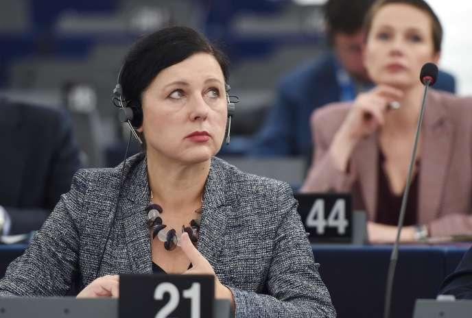 La commissaire européenne à la justice, Vera Jourova, lors du débat sur le rôle de Cambridge Analytica au Parlement européen à Strasbourg, le 23 octobre.