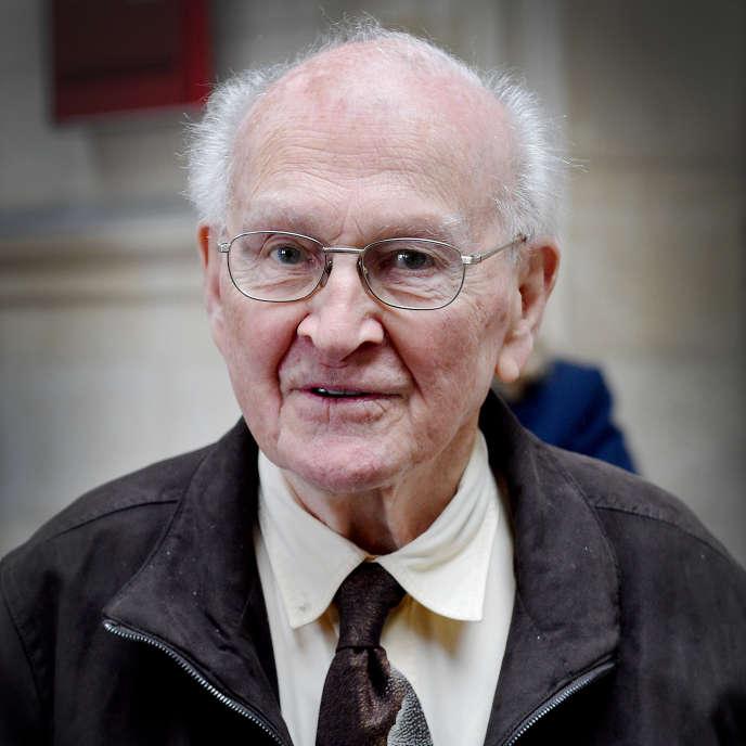 Robert Faurisson lors de sa comparution pour contestation de crime contre l'humanité, à Paris, le 21 juin 2016.