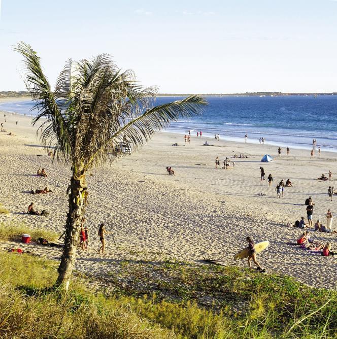 A Broome, Cable Beach prisée des surfeurs.