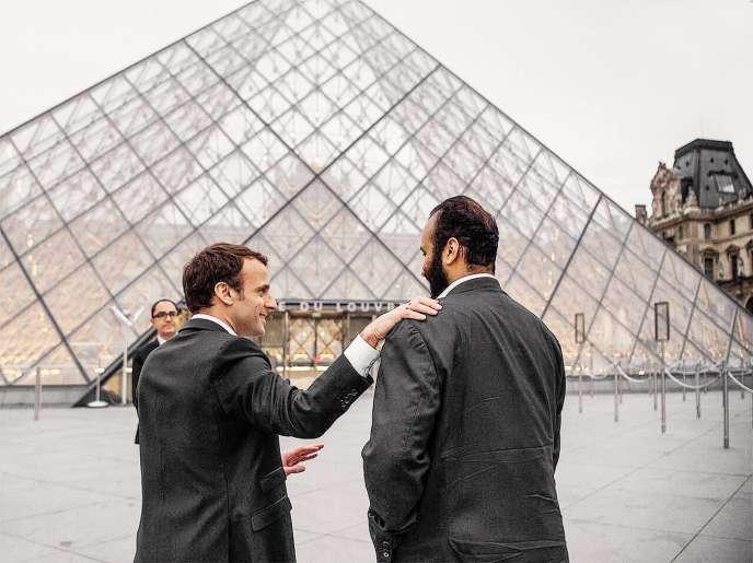 Emmanuel Macron et Mohammed Ben Salman, le 8 avril, au Louvre, lors de la visite du prince héritier saoudien à Paris.