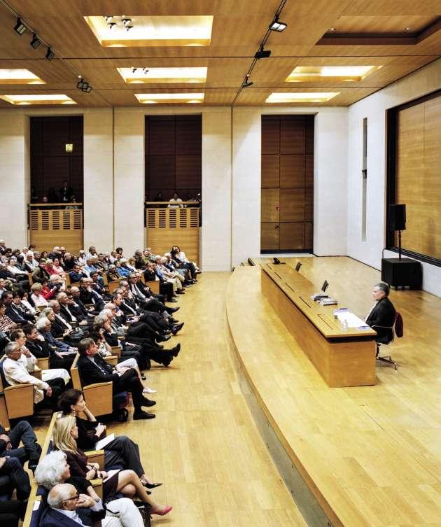 La leçon inaugurale du cinéaste israélien Amos Gitaï, le 16 octobre, dans l'amphithéâtre Marguerite de Navarre du Collège de France, à Paris.