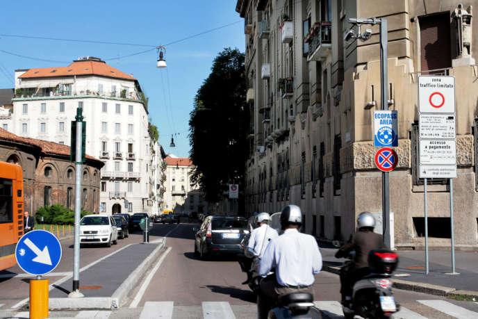 Dans les zones à trafic limité, comme ici à Milan, les plaques des véhicules sont contrôlées par des caméras.