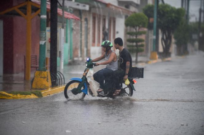 A Escuinapa, dans l'Etat de Sinaloa, avant l'arrivée de l'ouragan Willa, le 23 octobre.