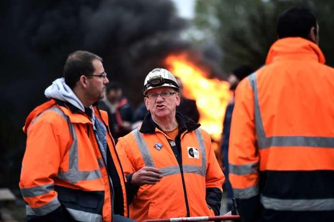 Les employés de l'aciérie ont bloqué l'usine, mardi 23 octobre.