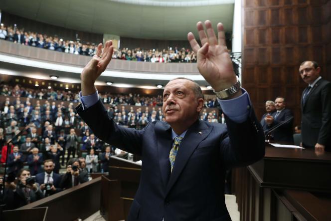 Le président turc, Recep Tayyip Erdogan devant les parlementaires de son parti, à l'Assemblée nationale turque, à Ankara, le 23 octobre.