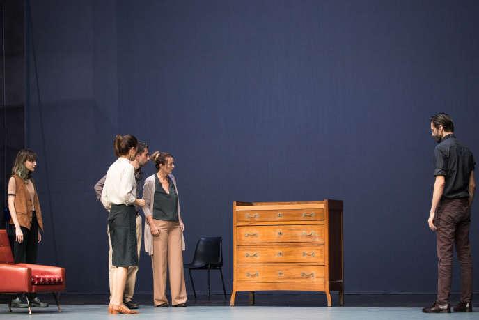 «Quasi niente» (« Presque rien»), de Daria Deflorian et Antonio Tagliarini, au Théâtre de la Bastille, jusqu'au 31 octobre 2018.