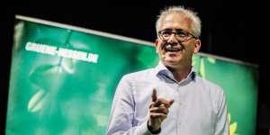 Le candidat écologiste Tarek Al-Wazir en meeting avant les élections régionales dans la Hesse, le 22 octobre, à Offenbach-sur-le-Main.
