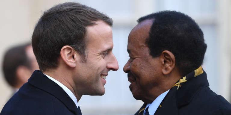 Les présidents français, Emmanuel Macron, et camerounais, Paul Biya, au palais de l'Elysée, à Paris, le 12décembre 2017.