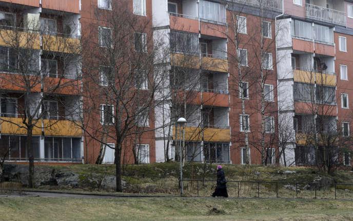 Husby dans la banlieue de Stockholm, en avril 2014. Dans la capitale suédoise, les 30% de logements publics municipaux accessibles à tous sont plutôt occupés par des ménages aisés.