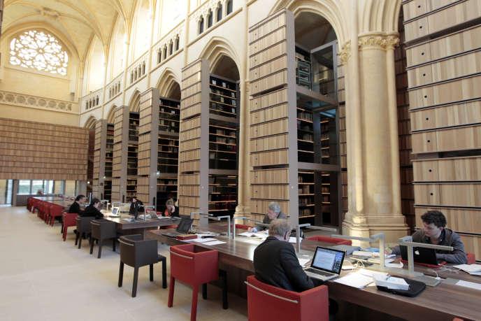 Bibliothèque de l'IMEC (Institut des mémoires de l'édition contemporaine), à l'abbaye de l'Ardenne, construite au XIIIe siècle à Saint-Germain-la-Blanche-Herbe, à proximité de Caen.