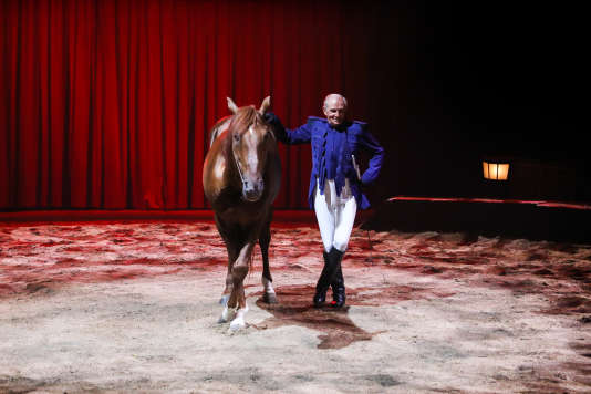 Le cheval Fado et Alexis Gruss dans le spectacle « Origines ».