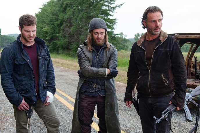 Tom Payne (Jesus), Andrew Lincoln (Rick Grimes) et Jeremy Palko (Andy) dans «The Walking Dead», saison 6, épisode 12.