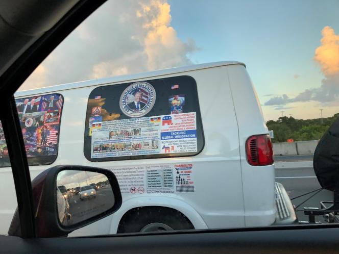 La camionnette du suspect Cesar Sayoc, à Boca Raton (Floride), le 18 octobre.