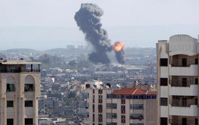 Explosion à Gaza lors d'un bombardement israélien, samedi 27 octobre.