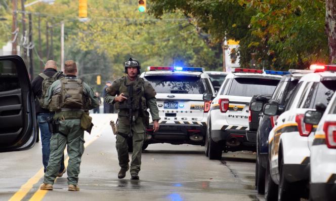Les forces de l'ordre ont encerclé la synagogue Tree of Life de Pittsburgh, après qu'une fusillade a éclaté dans le bâtiment.