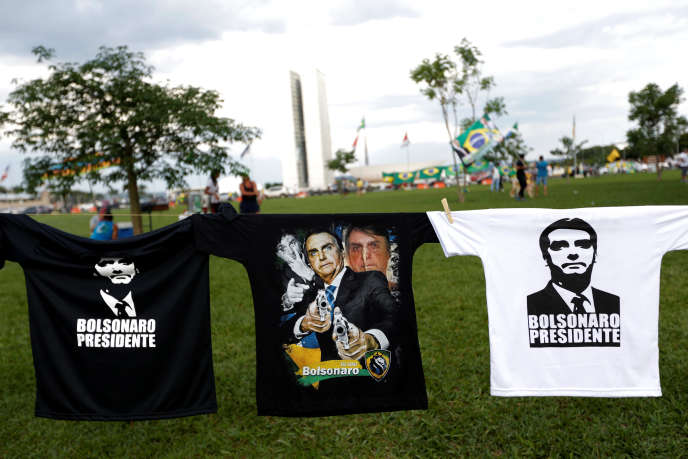T-shirt de soutien au candidat d'extrême droite à l'élection présidentielle brésilienne, Jair Bolsonaro, à Brasilia, le 27 octobre