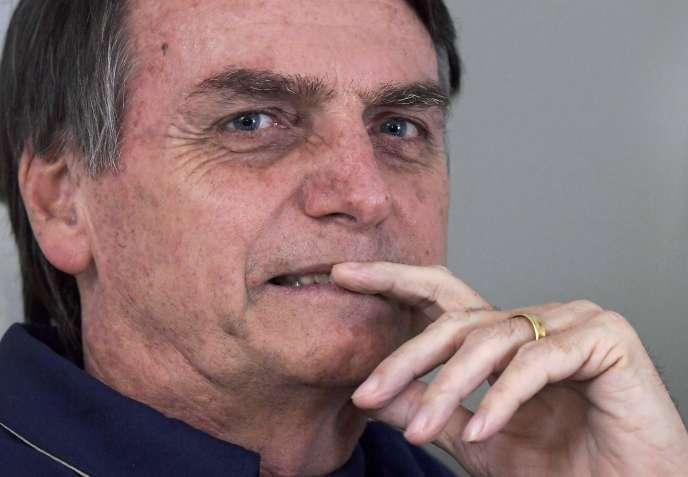 Jair Bolsonaro, candidat d'extrême droite à l'élection présidentielle, lors d'une conférence de presse, à Rio de Janeiro, le 25 octobre.