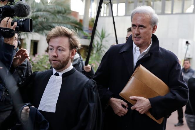 Georges Tron à son arrivée à la cour d'assises de Seine-Saint-Denis à Bobigny, le 23 octobre.