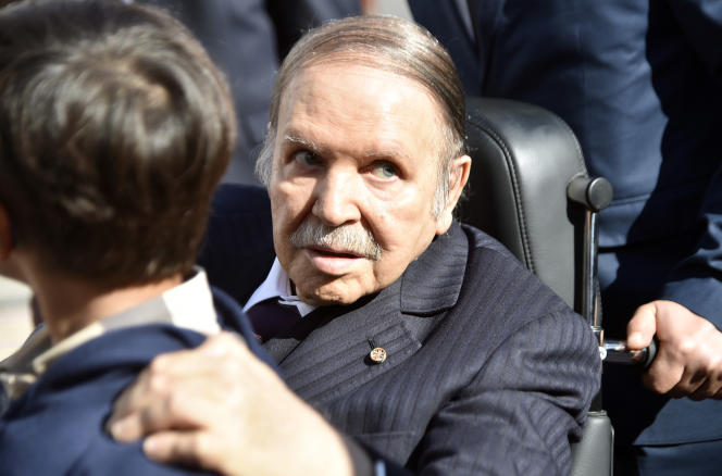 Le président algérien, Abdelaziz Bouteflika, lors d'une rare apparition publique, le 23novembre 2017 lors des élections régionales à Alger.