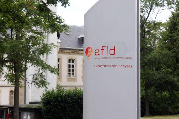 A l'entrée du département des analyses de l'Agence française de lutte contre le dopage (AFDL) à Châtenay-Malabry (Hauts-de-Seine) en 2008.