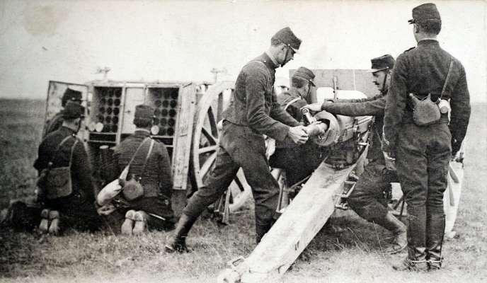 Une carte postale de soldats français de la Première guerre mondiale.