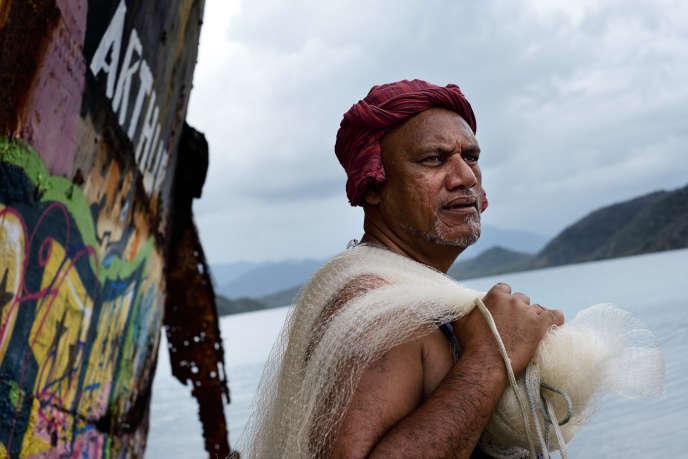 Tomassi Tautuu, 52 ans, àPaita, le 20 octobre : il s'efforce de défendre les traditions de l'île et votera pour l'indépendance.