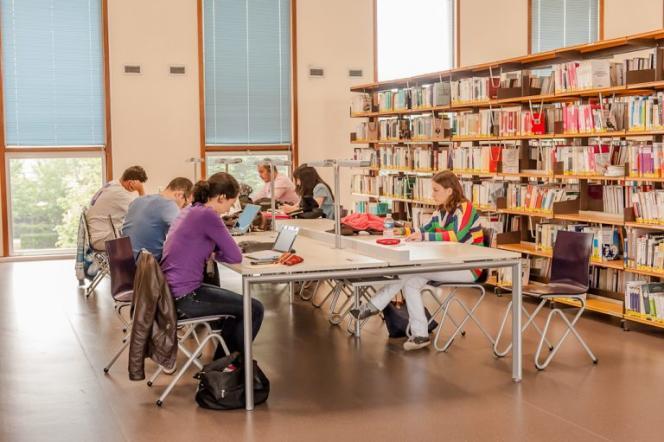 A la bibliothèque de l'université Paris Nanterre.